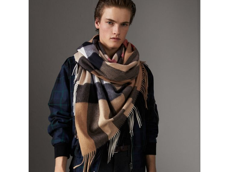 Check Cashmere Wrap in Camel | Burberry - cell image 4