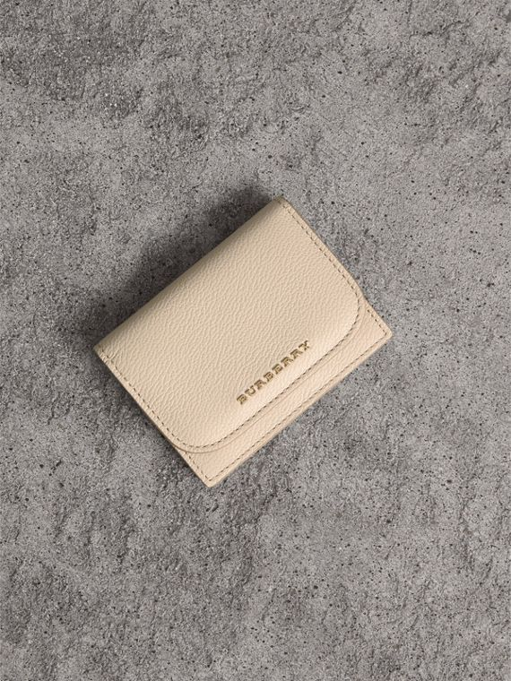 Grainy Leather Card Case in Limestone