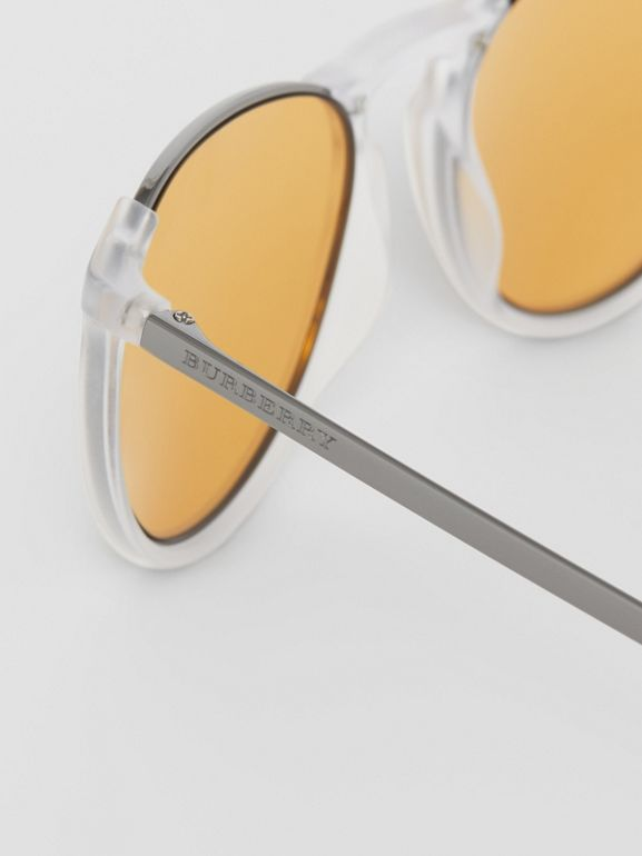 Keyhole Pilot Round Frame Sunglasses in Crystal - Men | Burberry Hong Kong - cell image 1