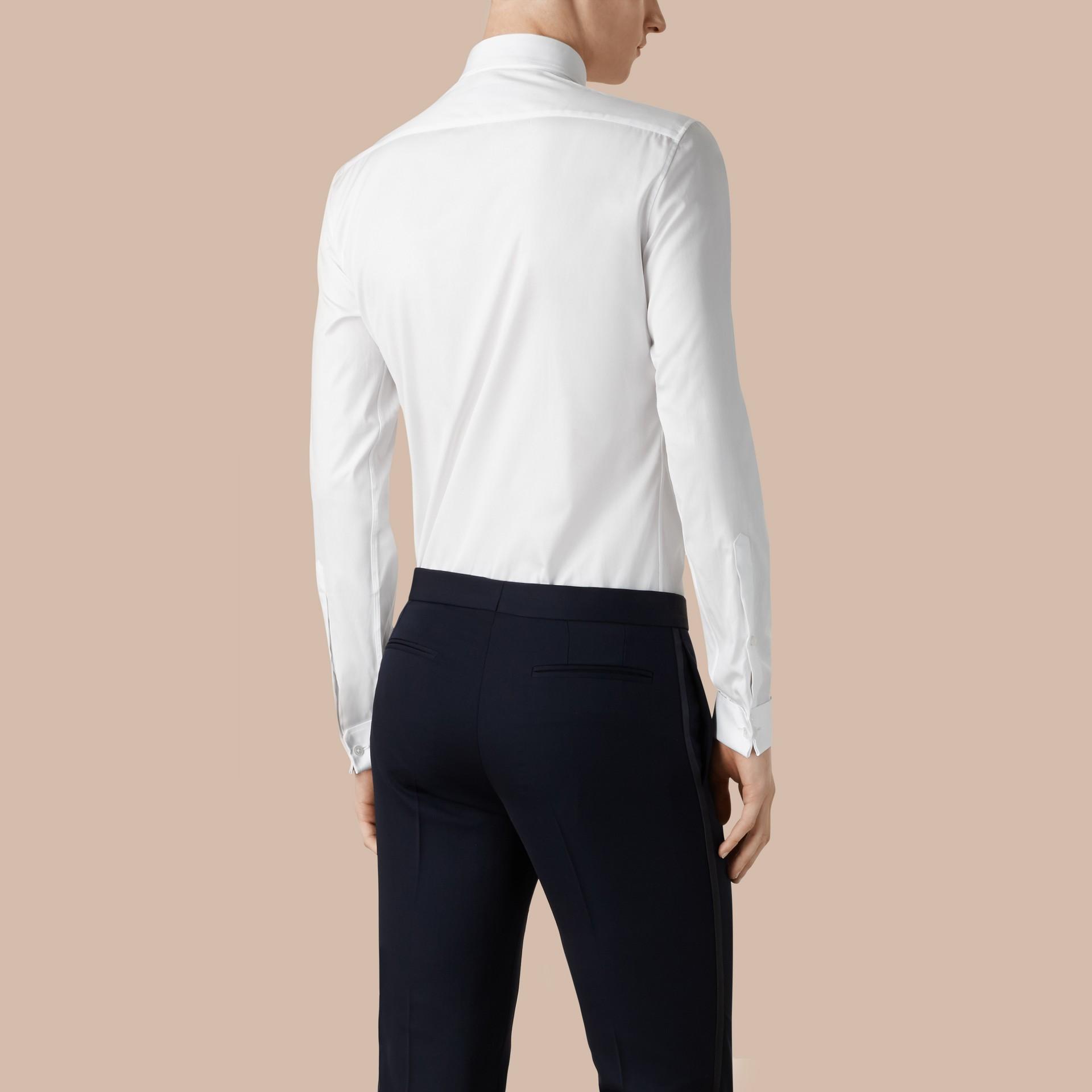 Branco ótico Camisa social de algodão com corte slim - galeria de imagens 3