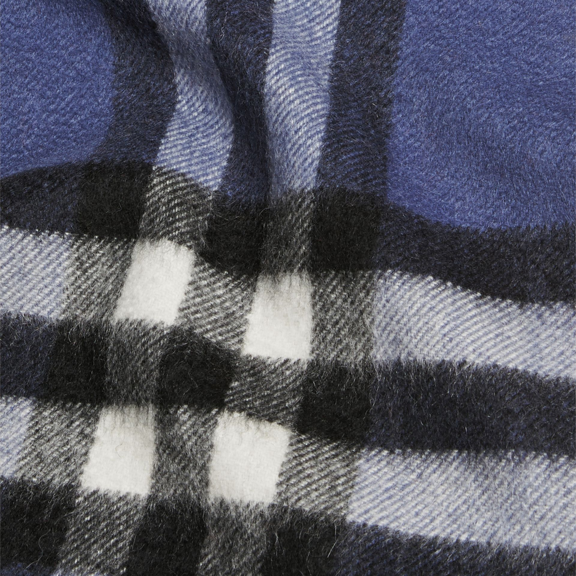 Thistle blue The Mini Classic Cashmere Scarf in Check - gallery image 3