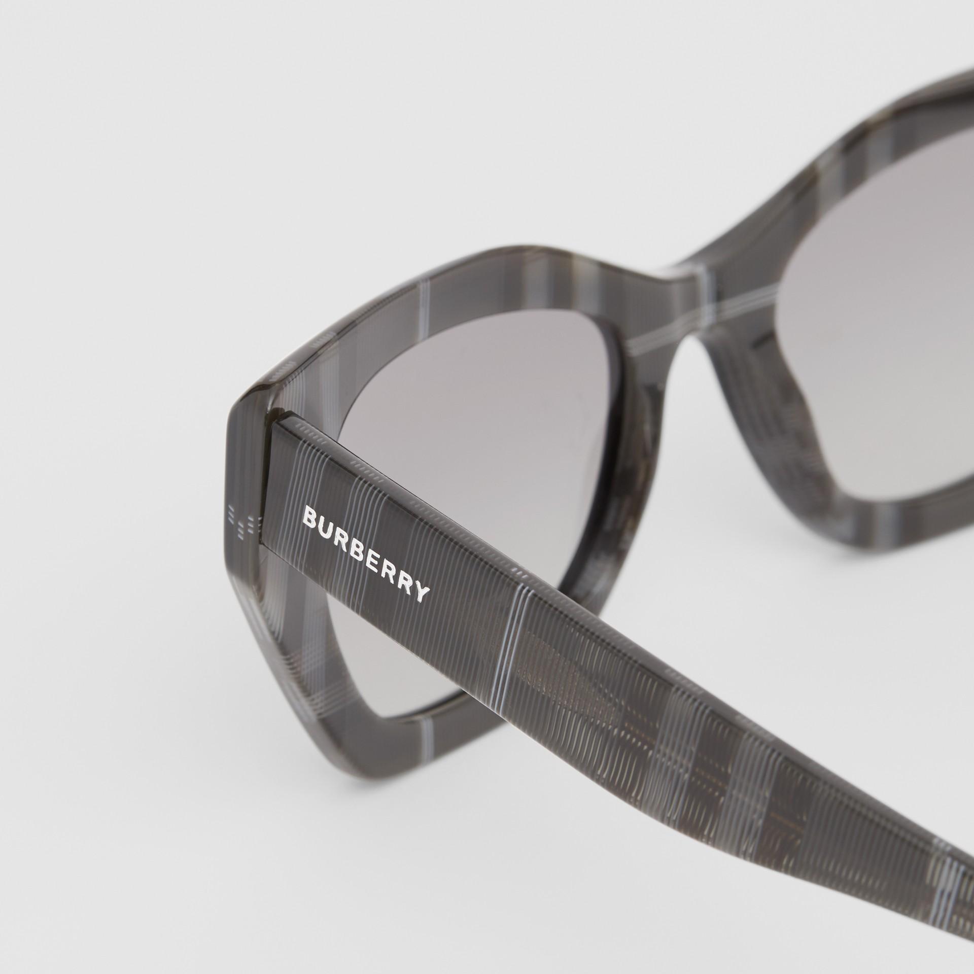 Butterfly-Sonnenbrille (Transparentes Dunkelgrau) - Damen | Burberry - Galerie-Bild 1
