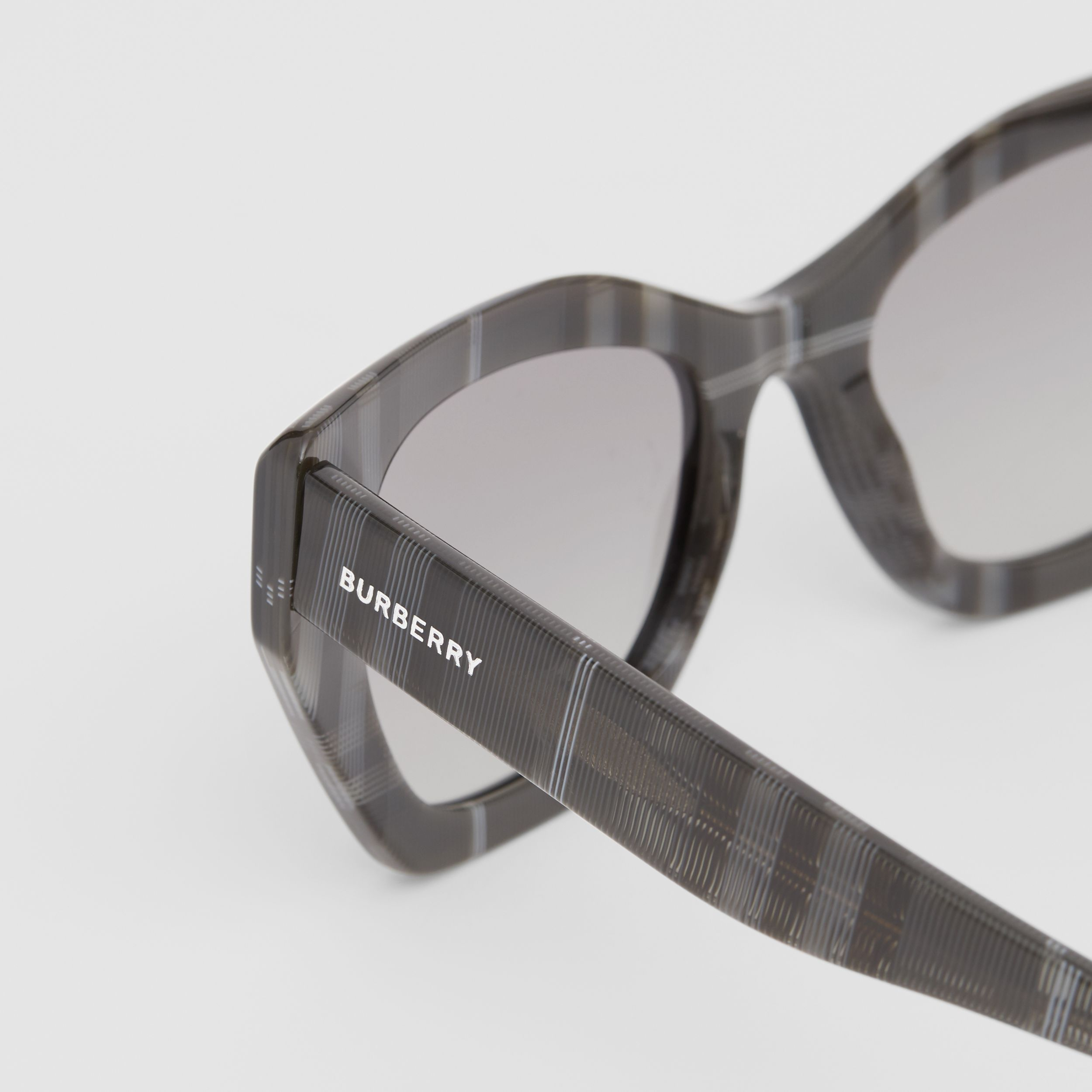 Butterfly Frame Sunglasses in Transparent Dark Grey - Women | Burberry United Kingdom - 2