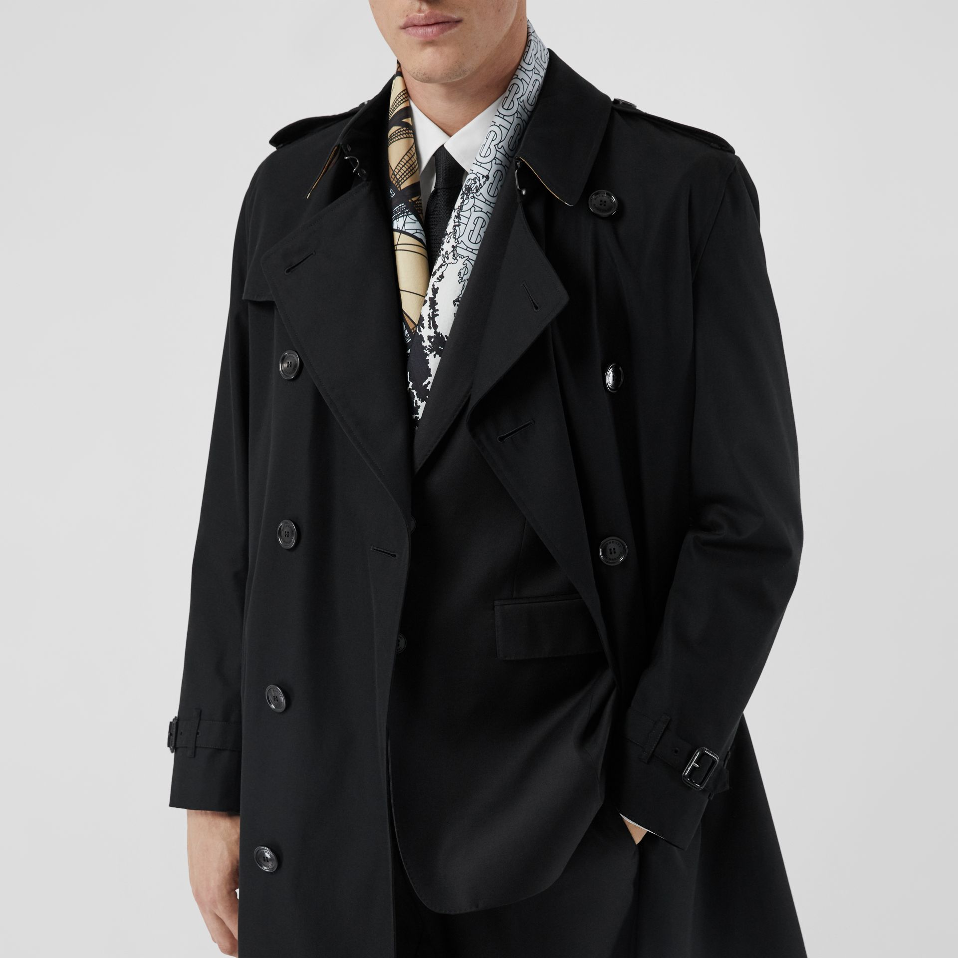 The Long Kensington Heritage Trench Coat in Black - Men | Burberry - gallery image 10