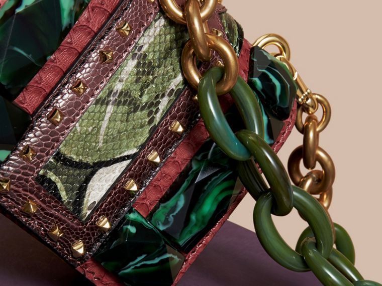 Mini sac carré The Buckle en velours et peau de serpent (Bordeaux) - Femme | Burberry - cell image 4
