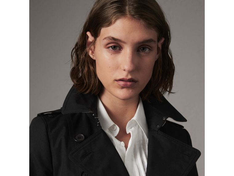 The Chelsea – Short Heritage Trench Coat in Black - Women | Burberry - cell image 4