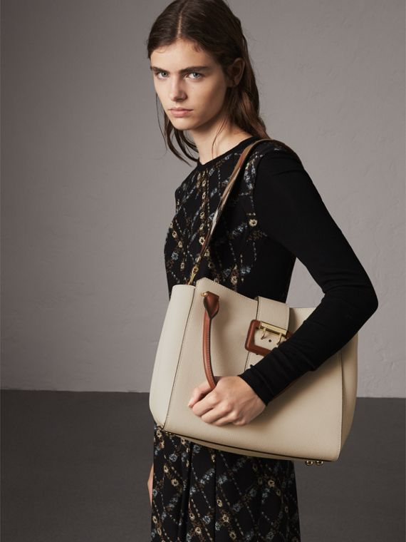 The Medium Buckle Tote in Two-tone Grainy Leather in Limestone - Women | Burberry - cell image 3