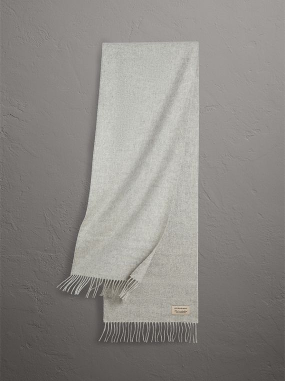 The Classic Cashmere Scarf in Pale Grey
