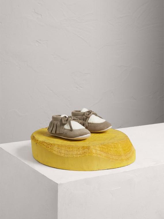 流蘇麂皮及人造毛絨羊皮嬰兒鞋 (水貂灰色)