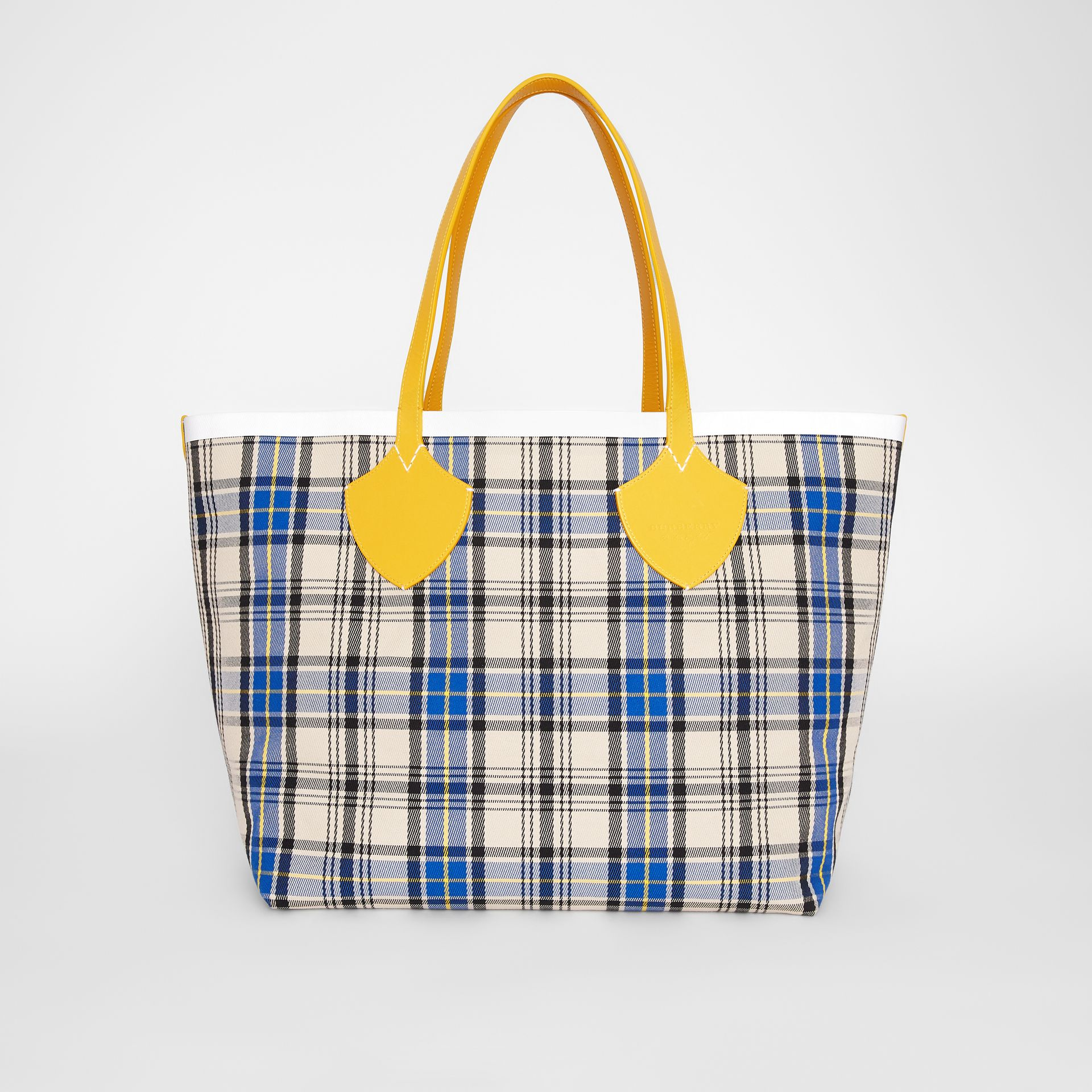 The Giant Reversible Tote in Vintage Check in Yellow/chalk White - Women | Burberry United States - gallery image 0