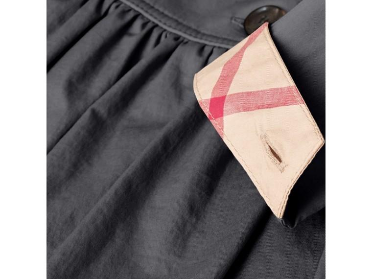 Vestido trench de algodão stretch com detalhe xadrez (Azul Meia Noite) | Burberry - cell image 1