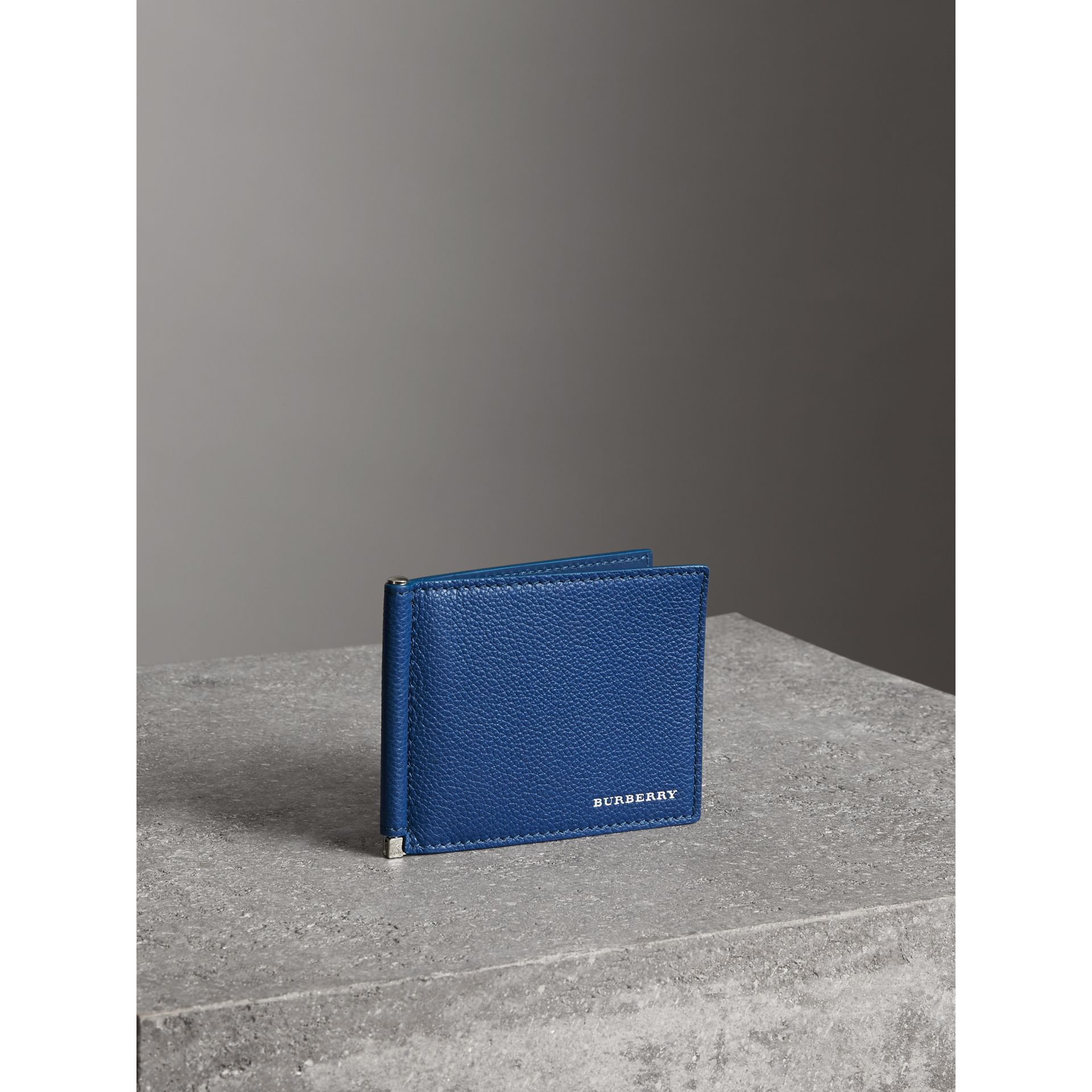 Grainy Leather Money Clip Card Wallet in Bright Ultramarine - Men | Burberry Canada - gallery image 4
