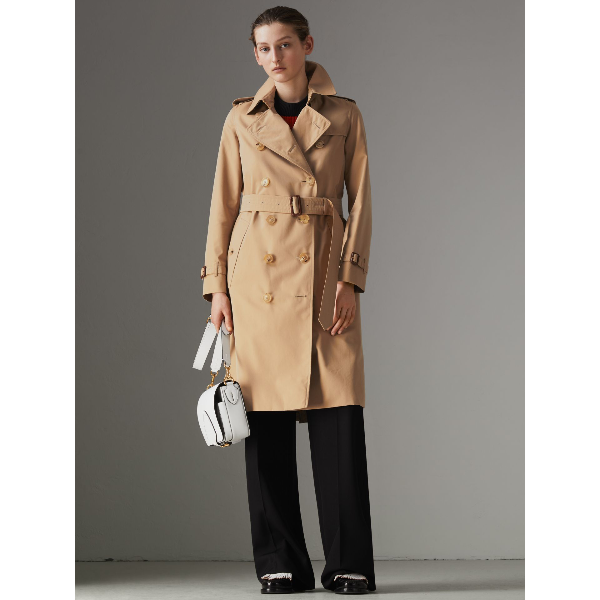 The Long Kensington Heritage Trench Coat in Honey - Women | Burberry Canada - gallery image 7