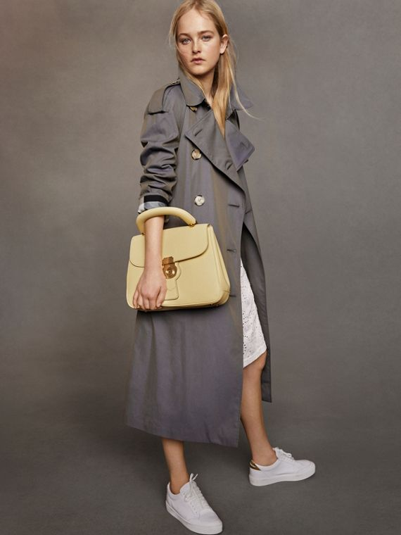 Trench coat in gabardine tropicale (Blu Tempesta)