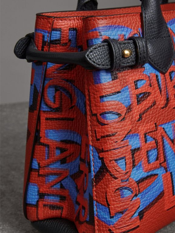 The Banner piccola in pelle con stampa graffiti (Nero) - Donna | Burberry - cell image 1