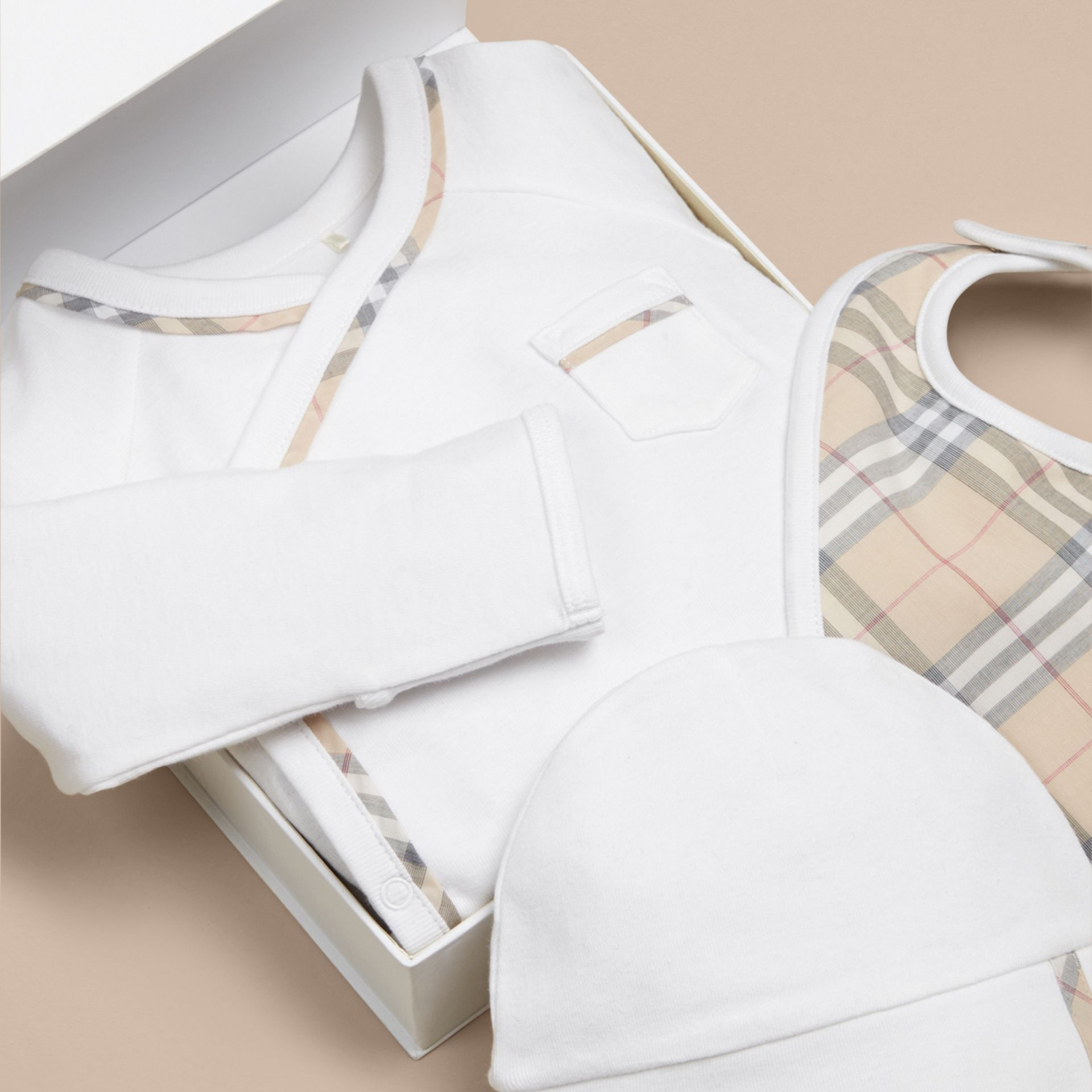 Check Cotton Three-piece Baby Gift Set in White - Boy | Burberry - gallery image 2