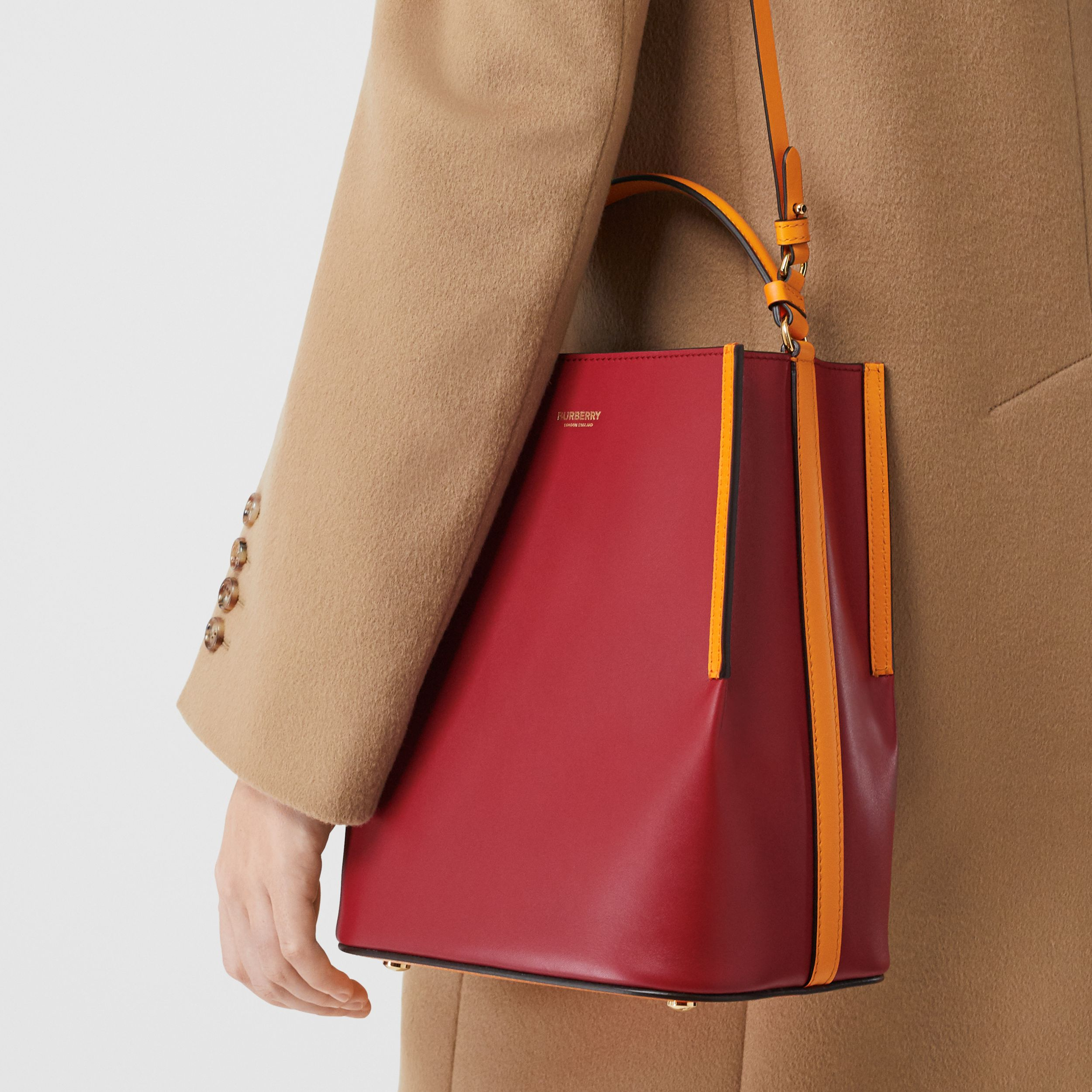Small Two-tone Leather Peggy Bucket Bag in Crimson - Women | Burberry Hong Kong S.A.R. - 3