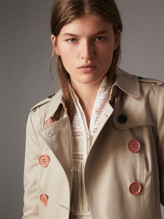 Trench coat in gabardine di cotone con bottoni in resina - Donna | Burberry