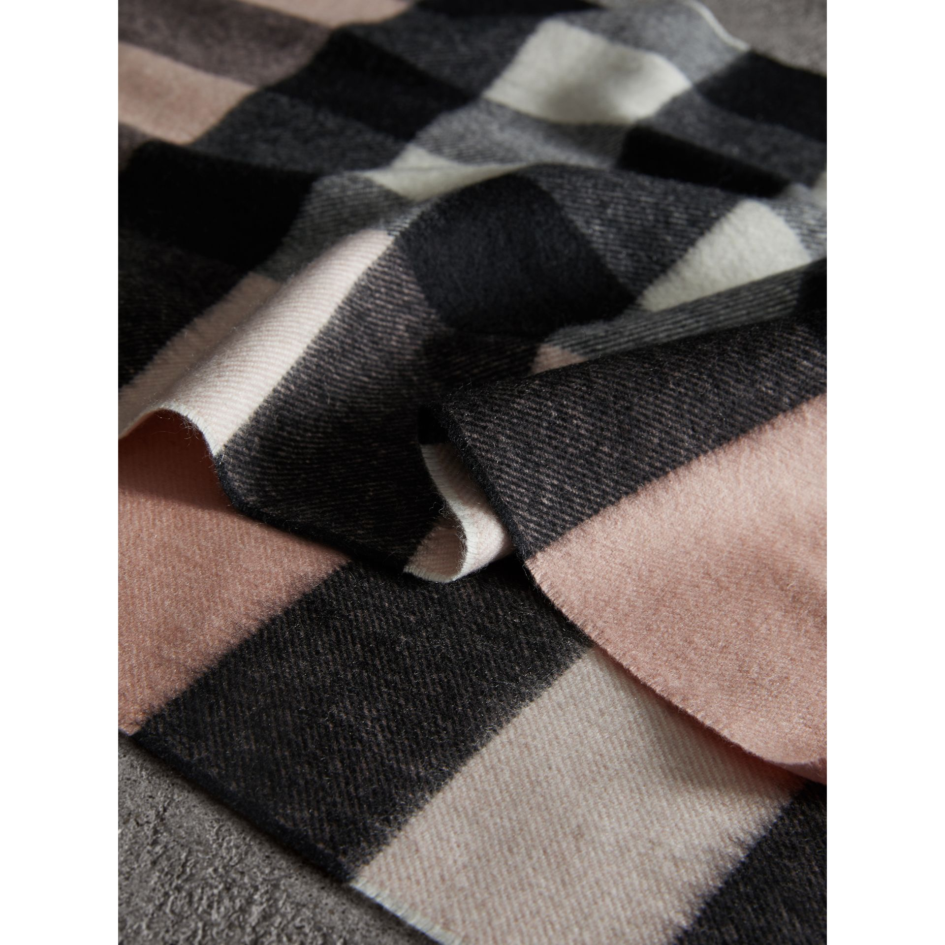 The Large Classic Cashmere Scarf in Check in Ash Rose | Burberry - gallery image 1