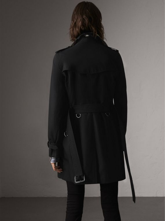 The Kensington – Mid-Length Heritage Trench Coat in Black - Women | Burberry Canada - cell image 2