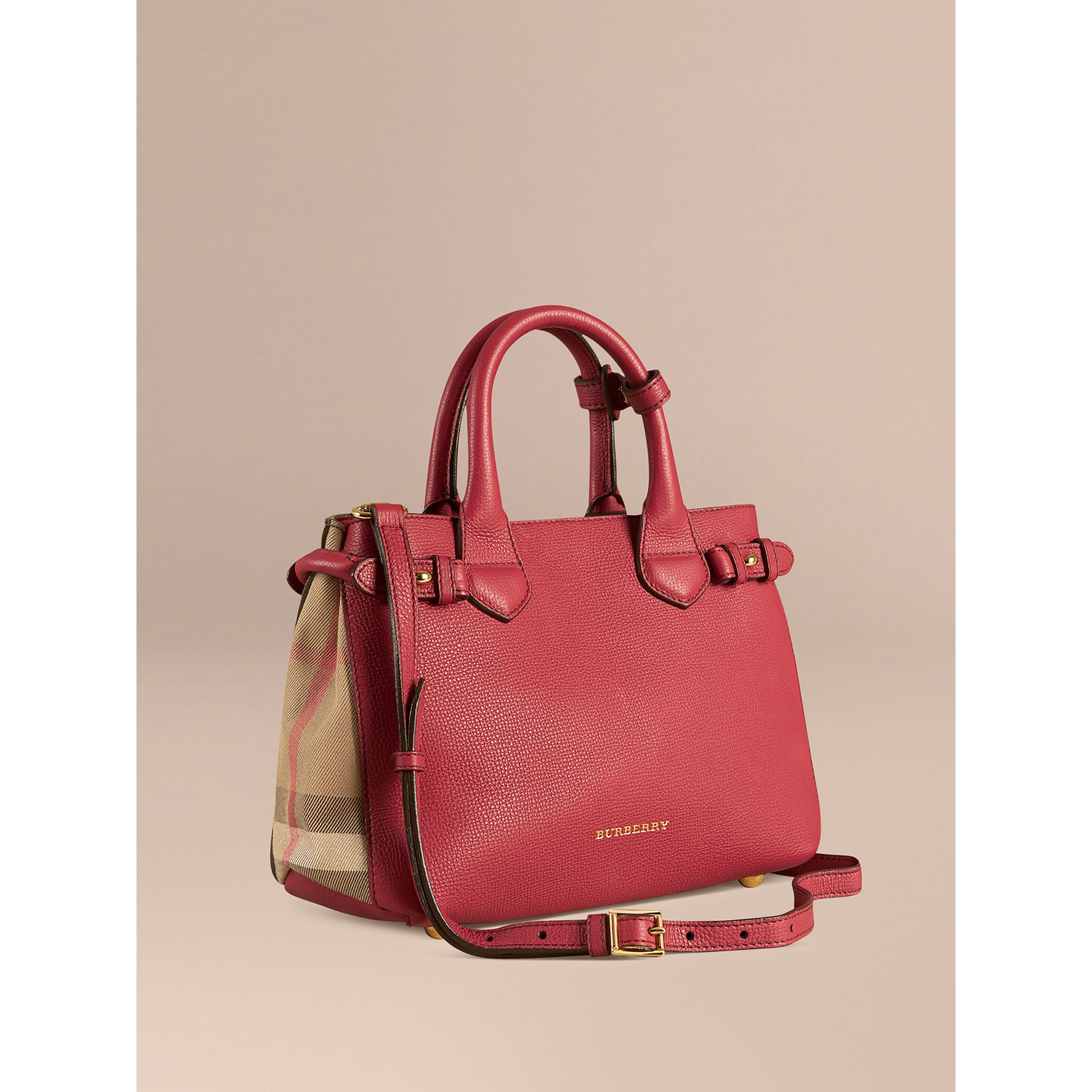 Petit sac The Banner en cuir et coton House check (Rouge Feuille Morte) - Femme | Burberry - photo de la galerie 1