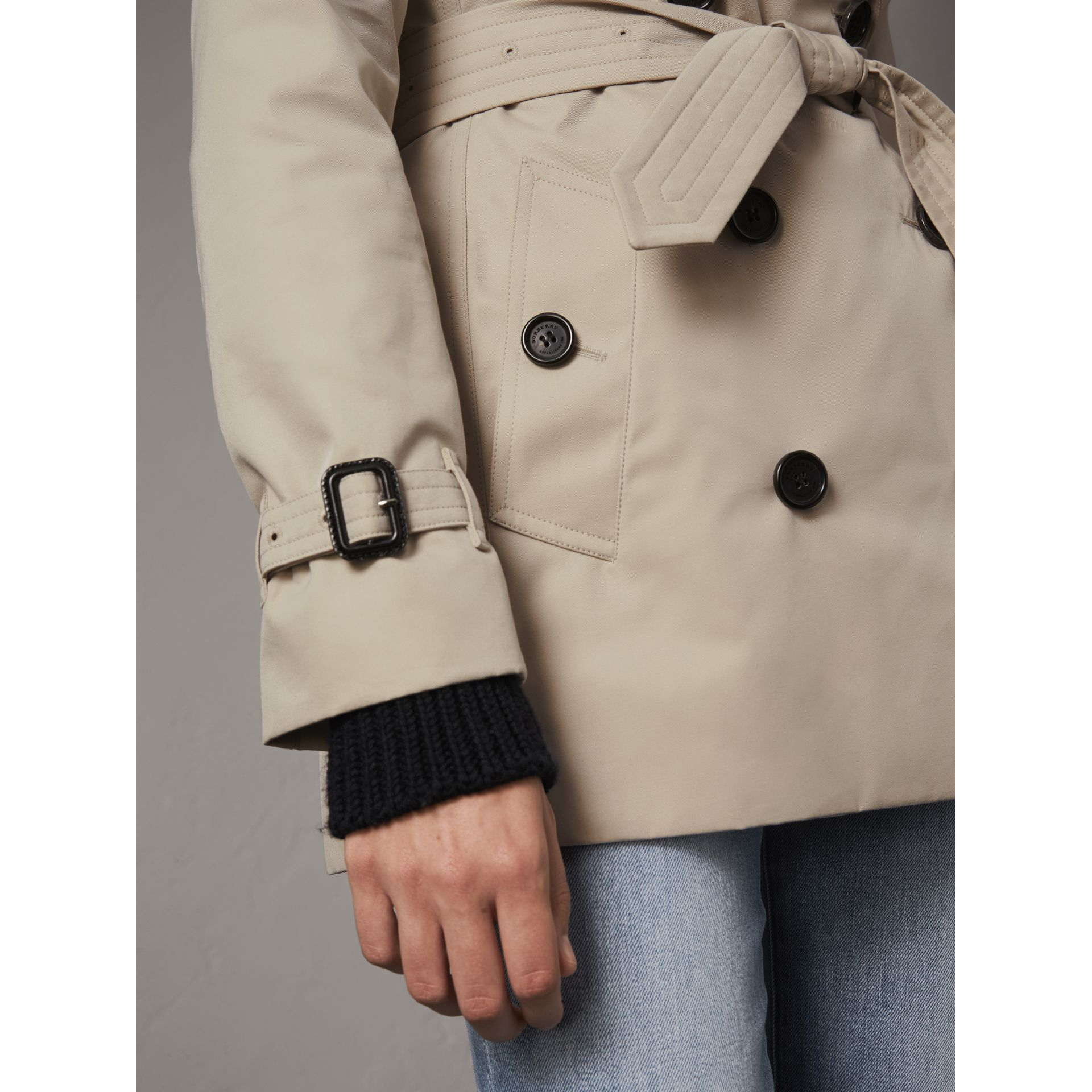 The Kensington – Kurzer Trenchcoat (Steinfarben) - Damen | Burberry - Galerie-Bild 6