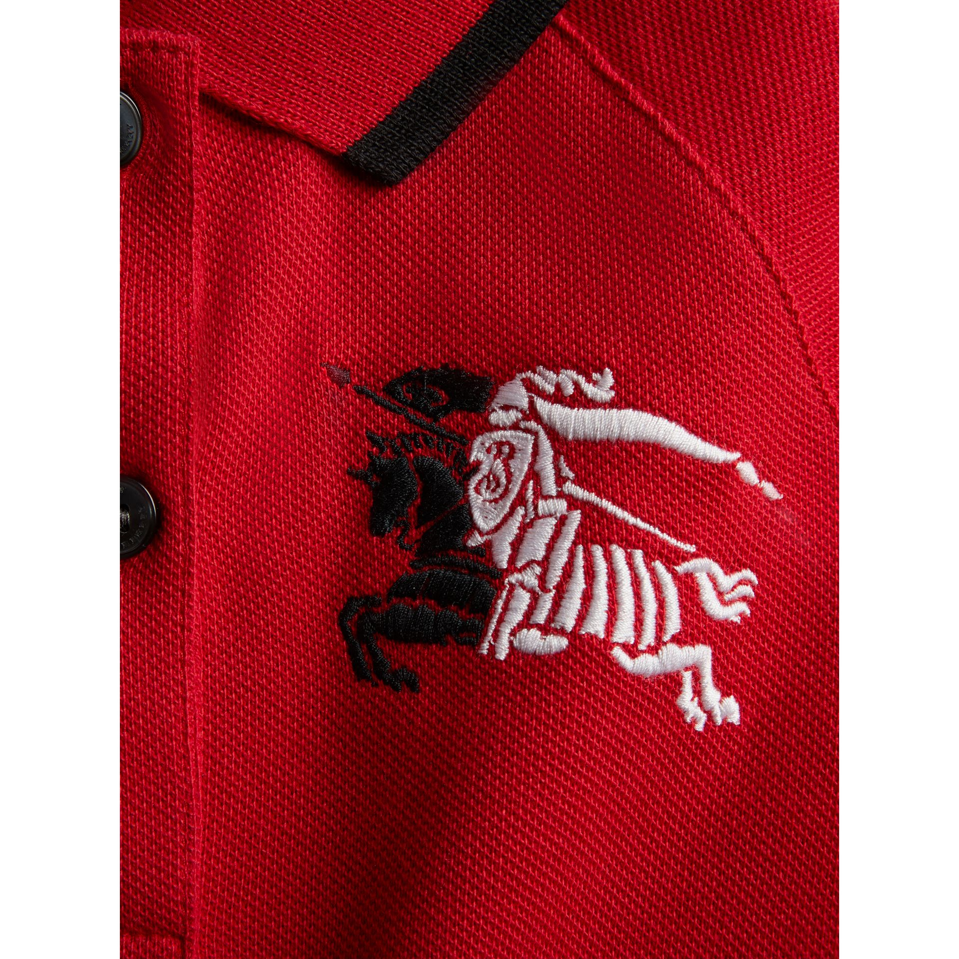 Robe polo avec bande (Rouge Vif) | Burberry - photo de la galerie 1