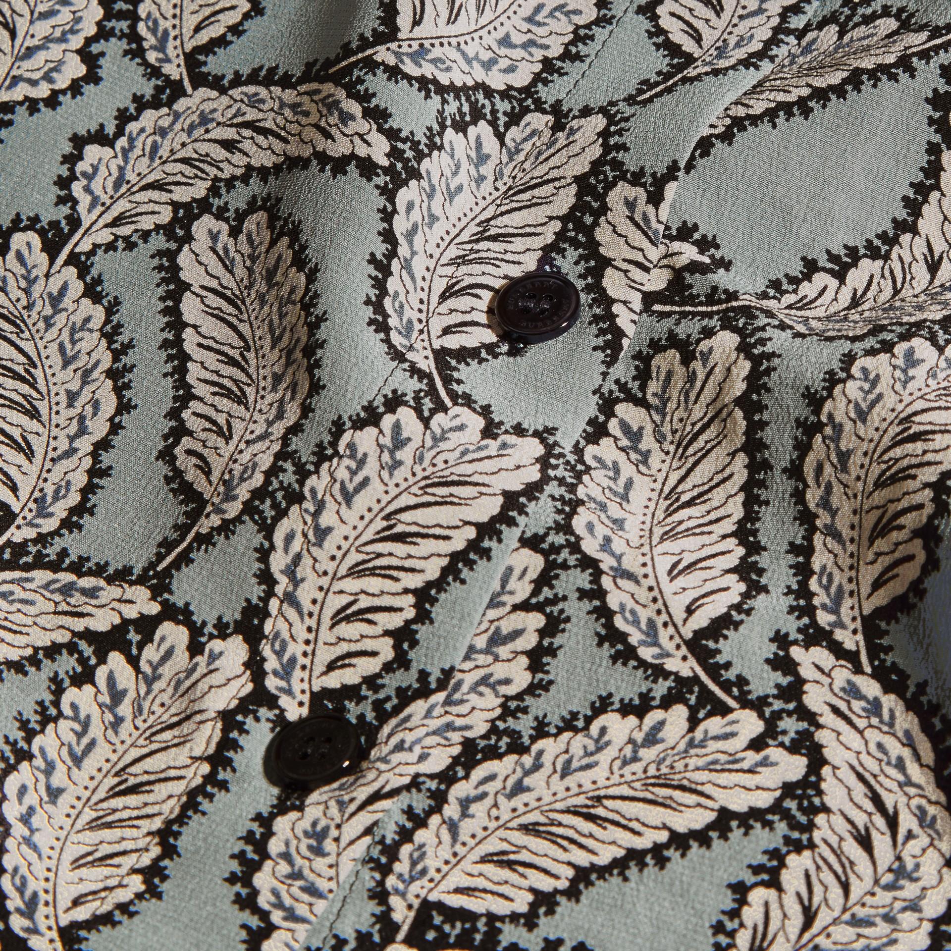 Stone blue Camisa de seda com estampa de folhas Stone Blue - galeria de imagens 2