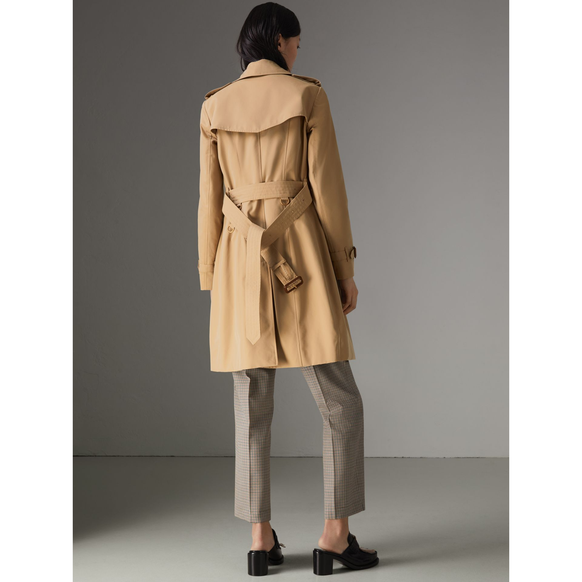 The Chelsea Heritage Trench Coat in Honey - Women | Burberry United States - gallery image 2
