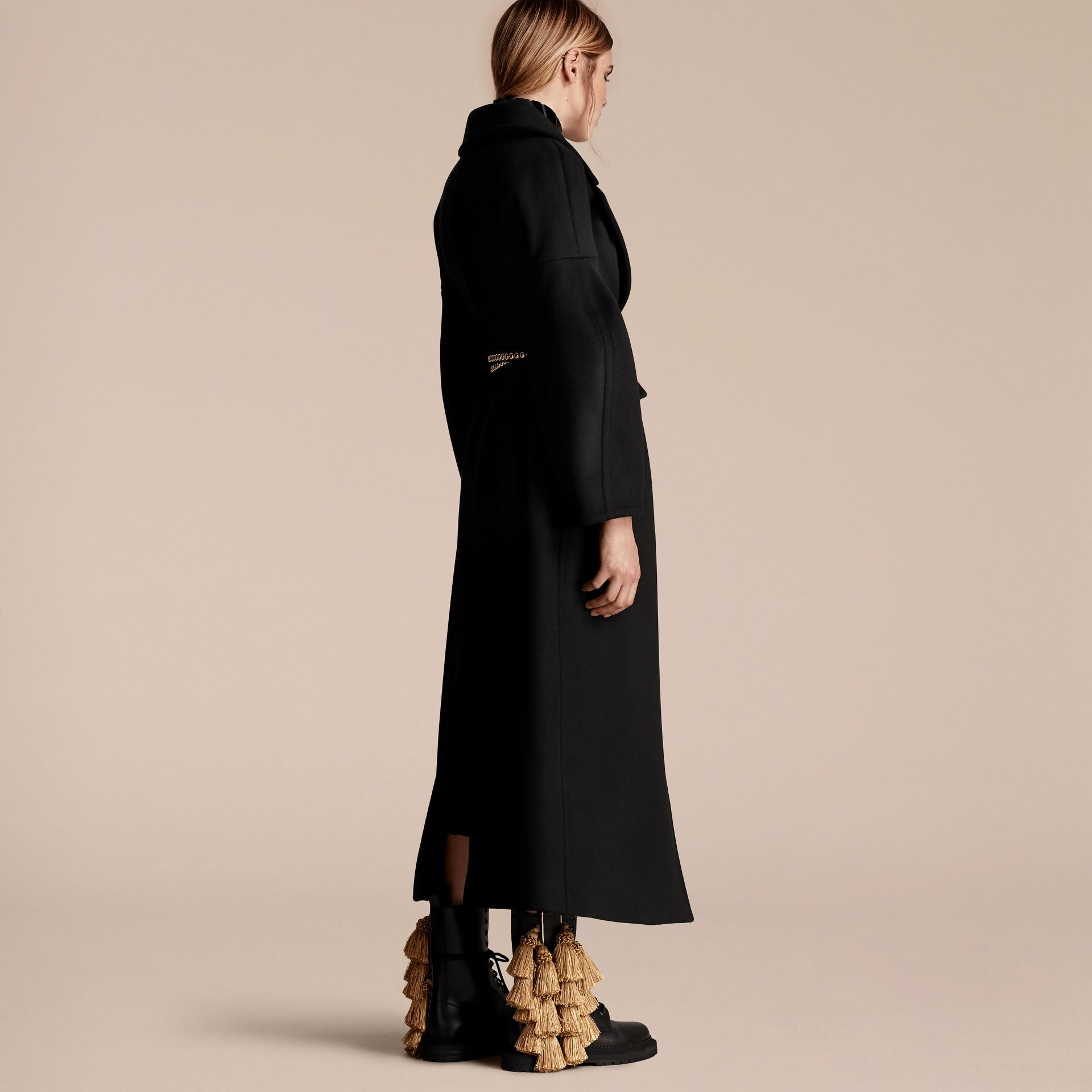 Noir Manteau en laine avec manches bouffantes - photo de la galerie 3