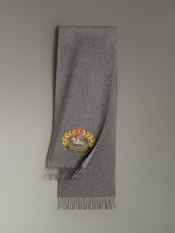 The Classic Cashmere Scarf with Archive Logo in Mid Grey