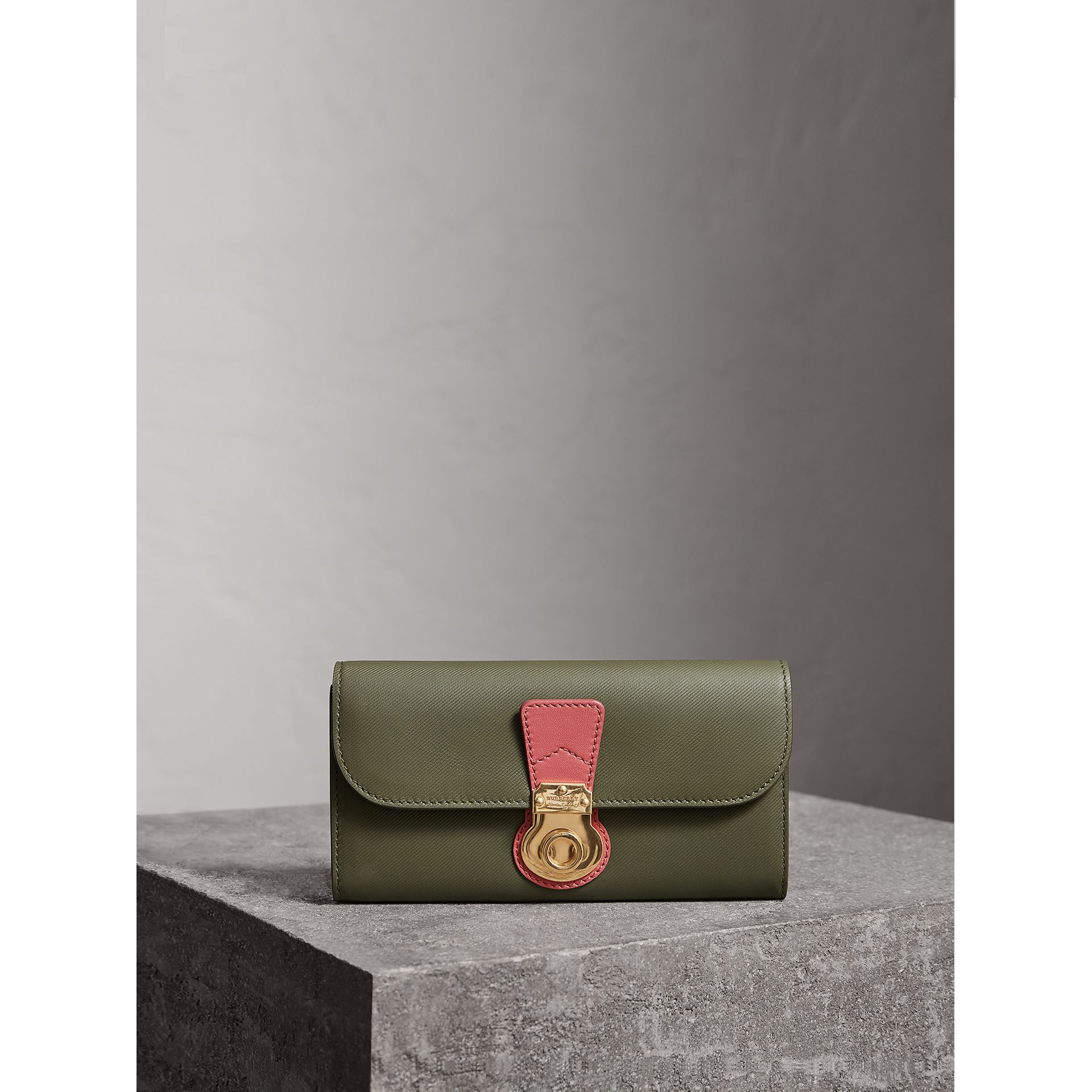 Two-tone Trench Leather Continental Wallet in Moss Green/ Blossom Pink - Women | Burberry - gallery image 6