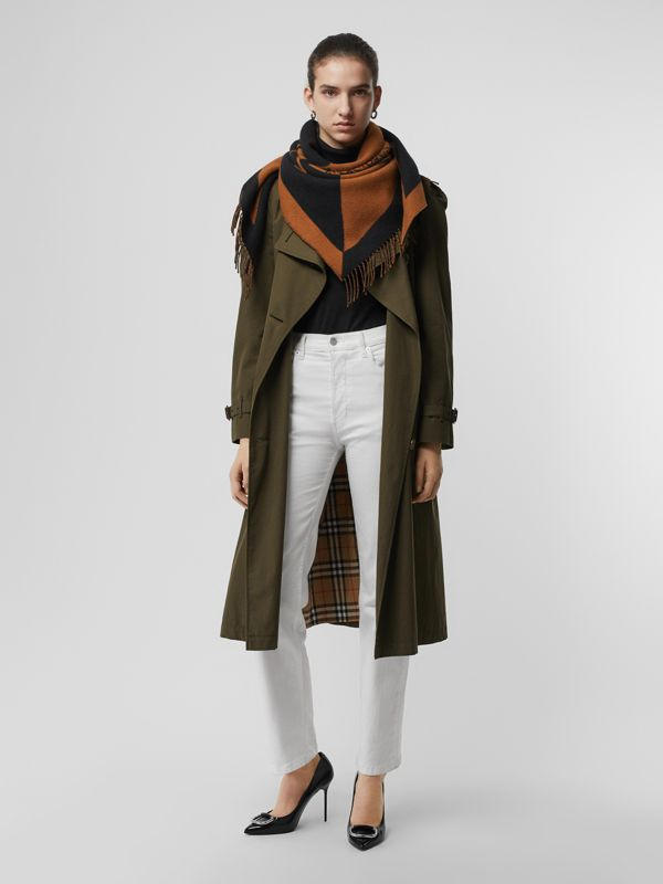 The Burberry Bandana in lana e cashmere con stemma (Toffee) | Burberry - cell image 2