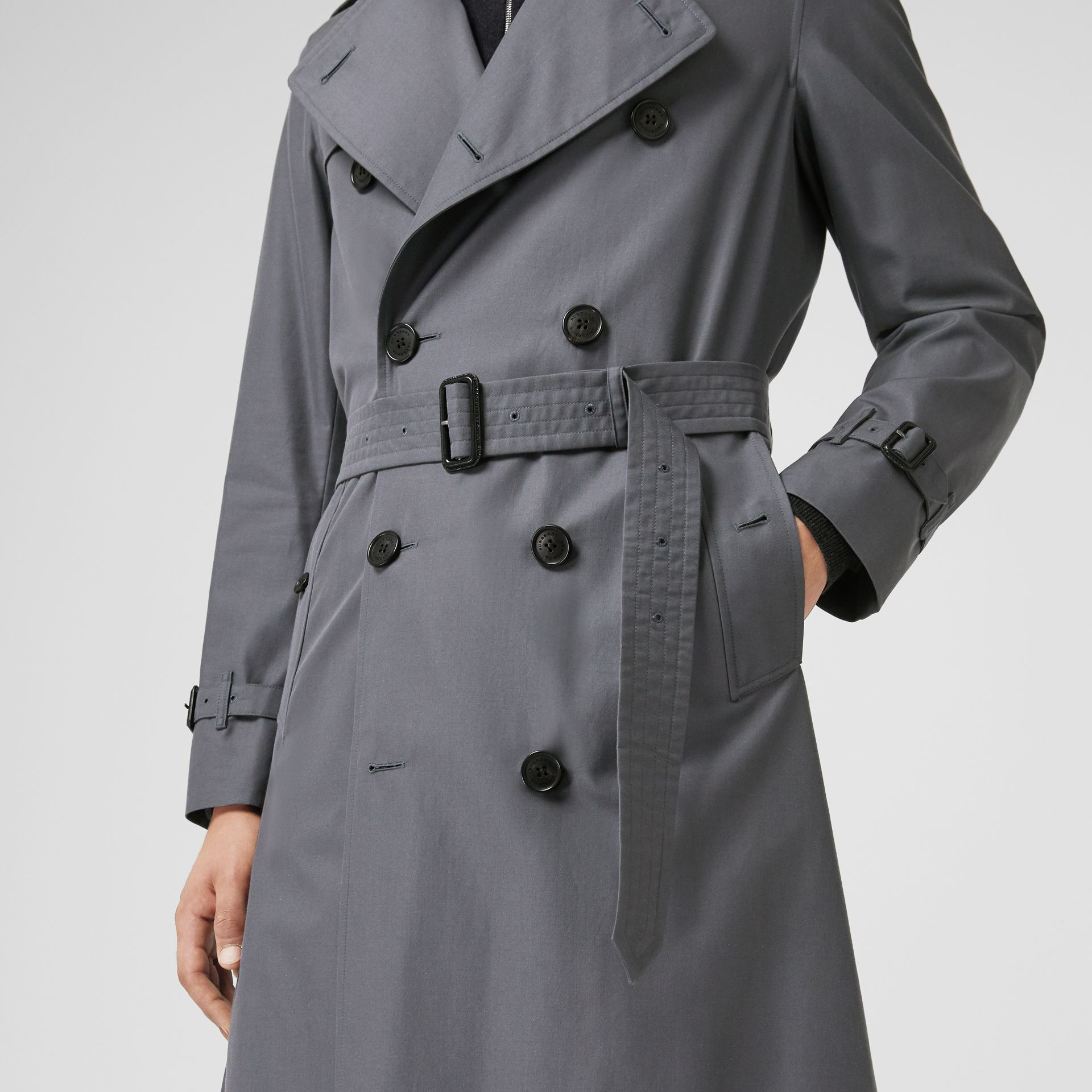 The Long Chelsea Heritage Trench Coat in Mid Grey - Men | Burberry Canada - gallery image 5