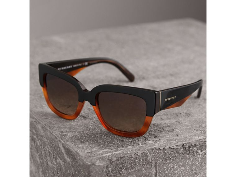 Square Frame Sunglasses in Light Brown - Women | Burberry Hong Kong - cell image 2
