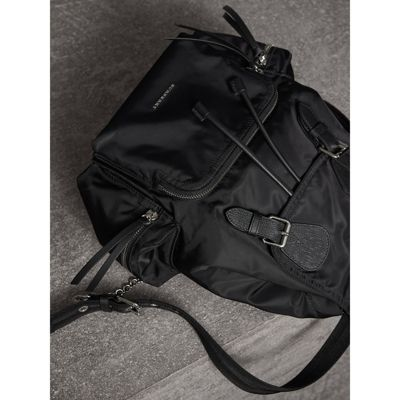 Black Medium Nylon Rucksack Burberry Buy Cheap Clearance Clearance Wholesale Price JrPlEG6s9V