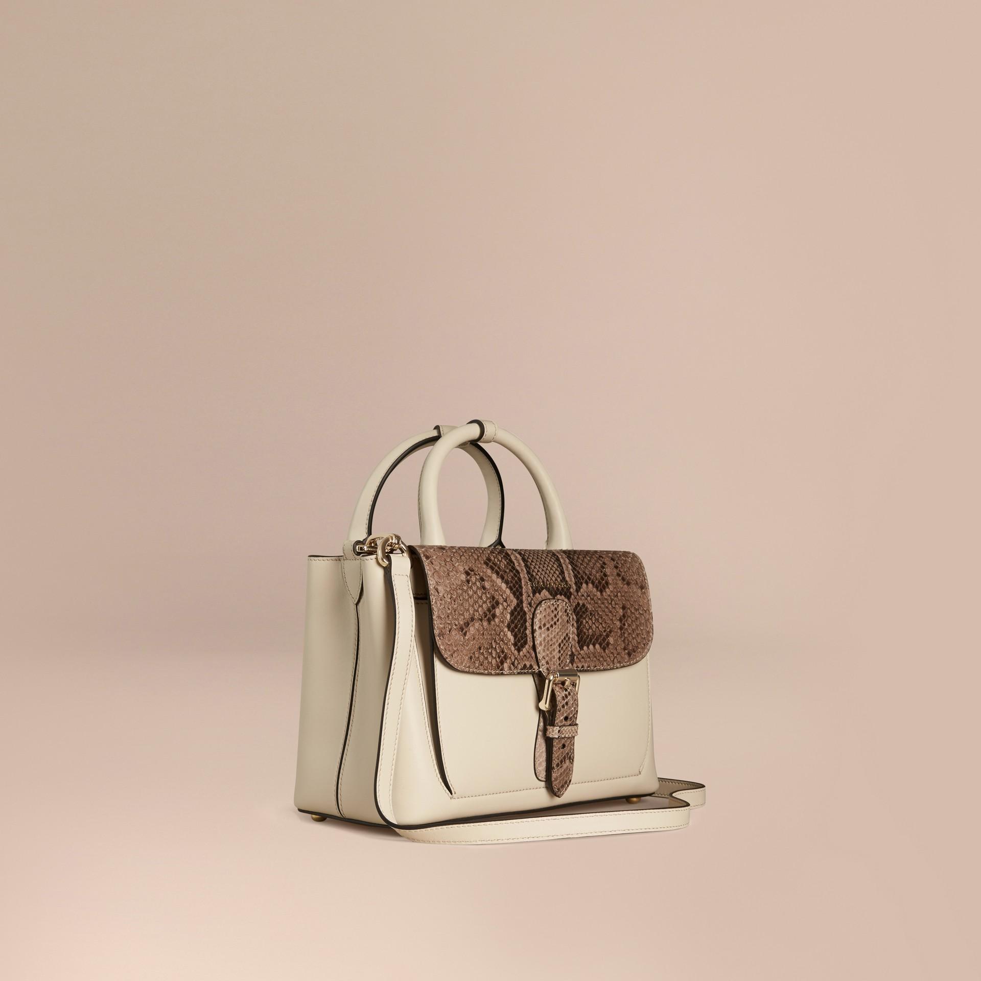 Steinfarben The Small Saddle Bag aus Glattleder und Pythonleder - Galerie-Bild 1