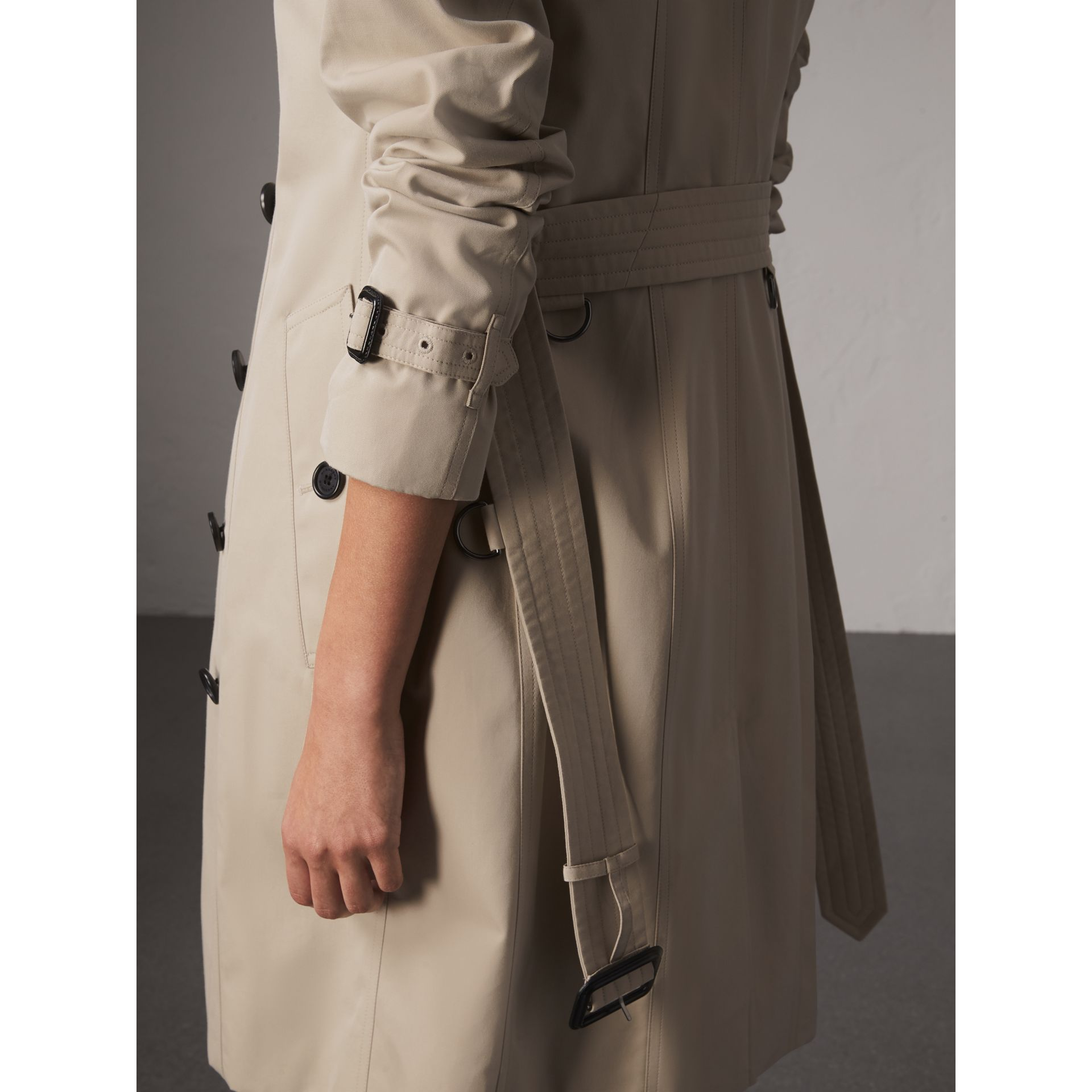 The Sandringham – Long Heritage Trench Coat in Stone - Women | Burberry - gallery image 7