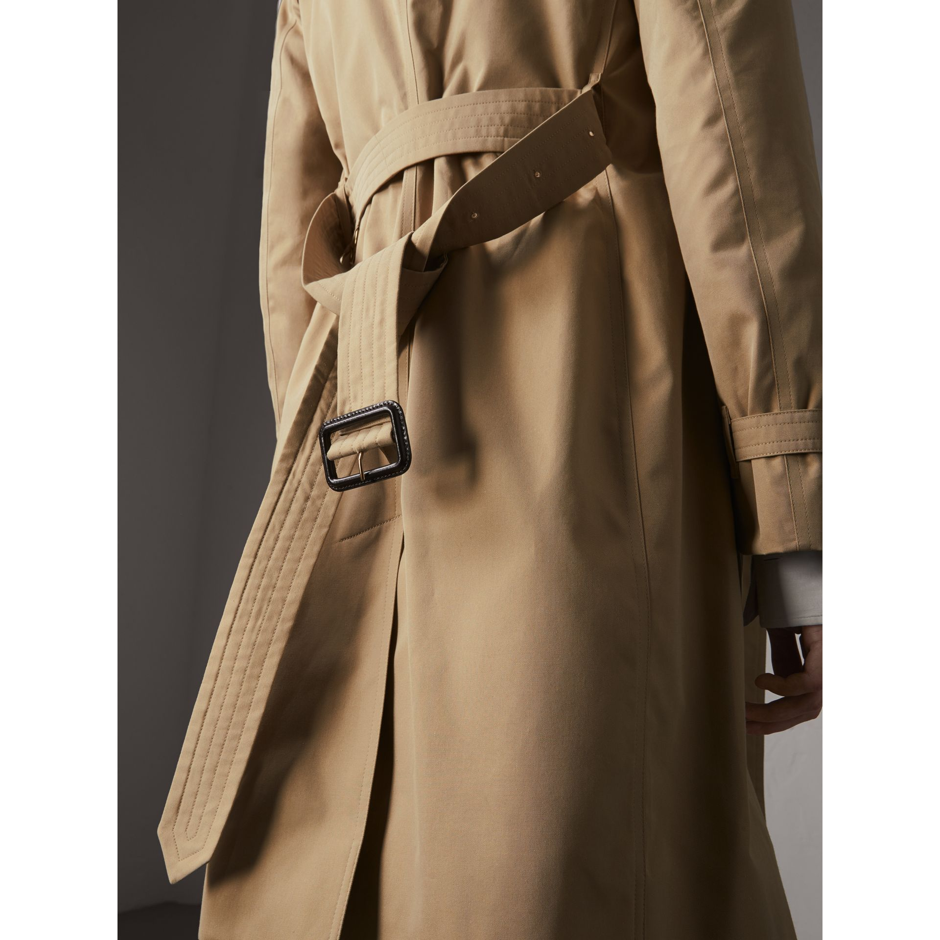 The Kensington – Long Trench Coat in Honey - Women | Burberry Singapore - gallery image 6