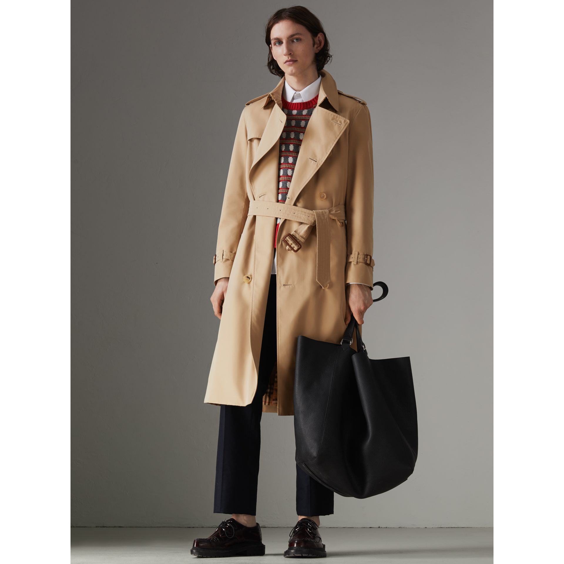 The Long Chelsea Heritage Trench Coat in Honey - Men | Burberry Australia - gallery image 7