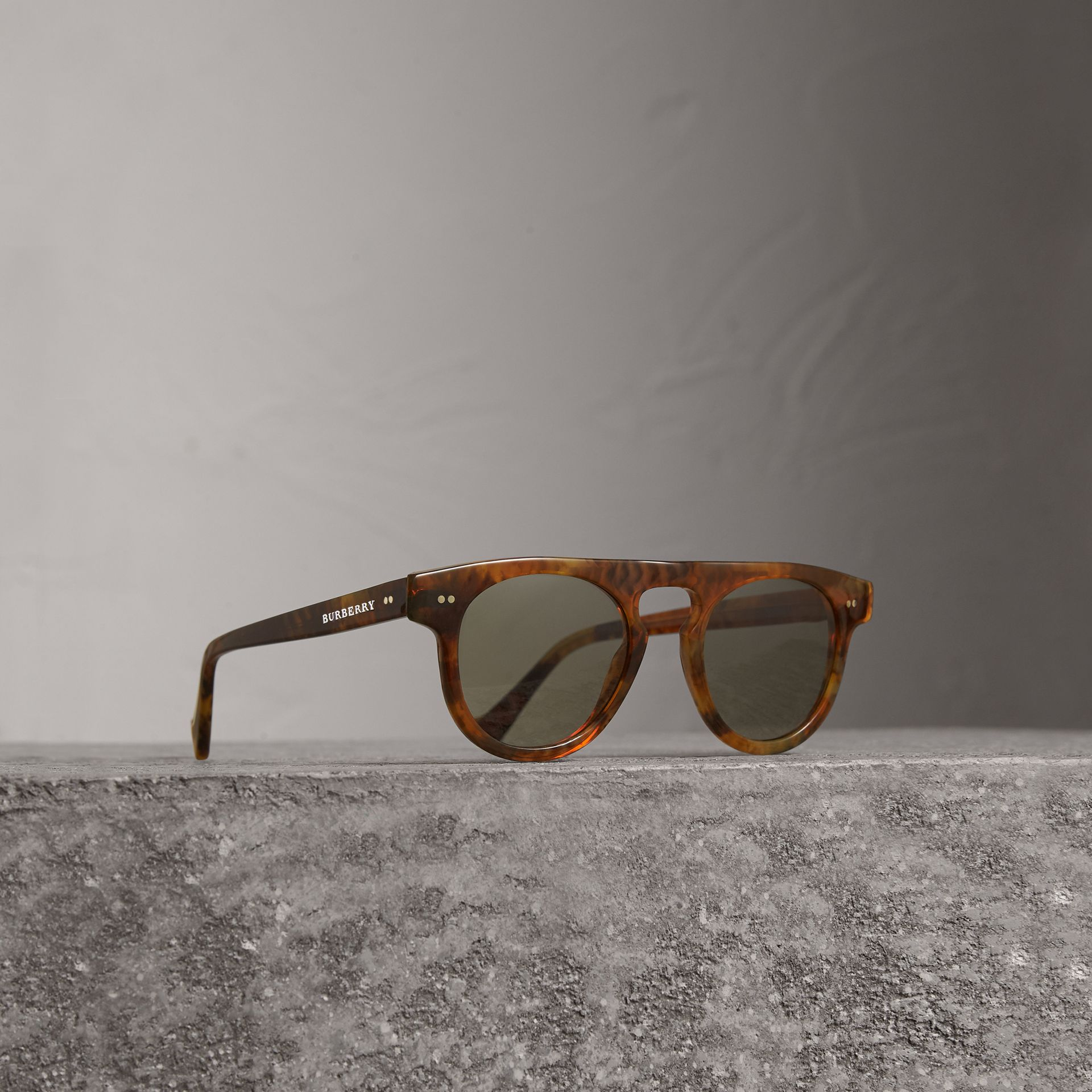 The Keyhole Round Frame Sunglasses in Vintage Tortoiseshell/brown | Burberry United States - gallery image 0