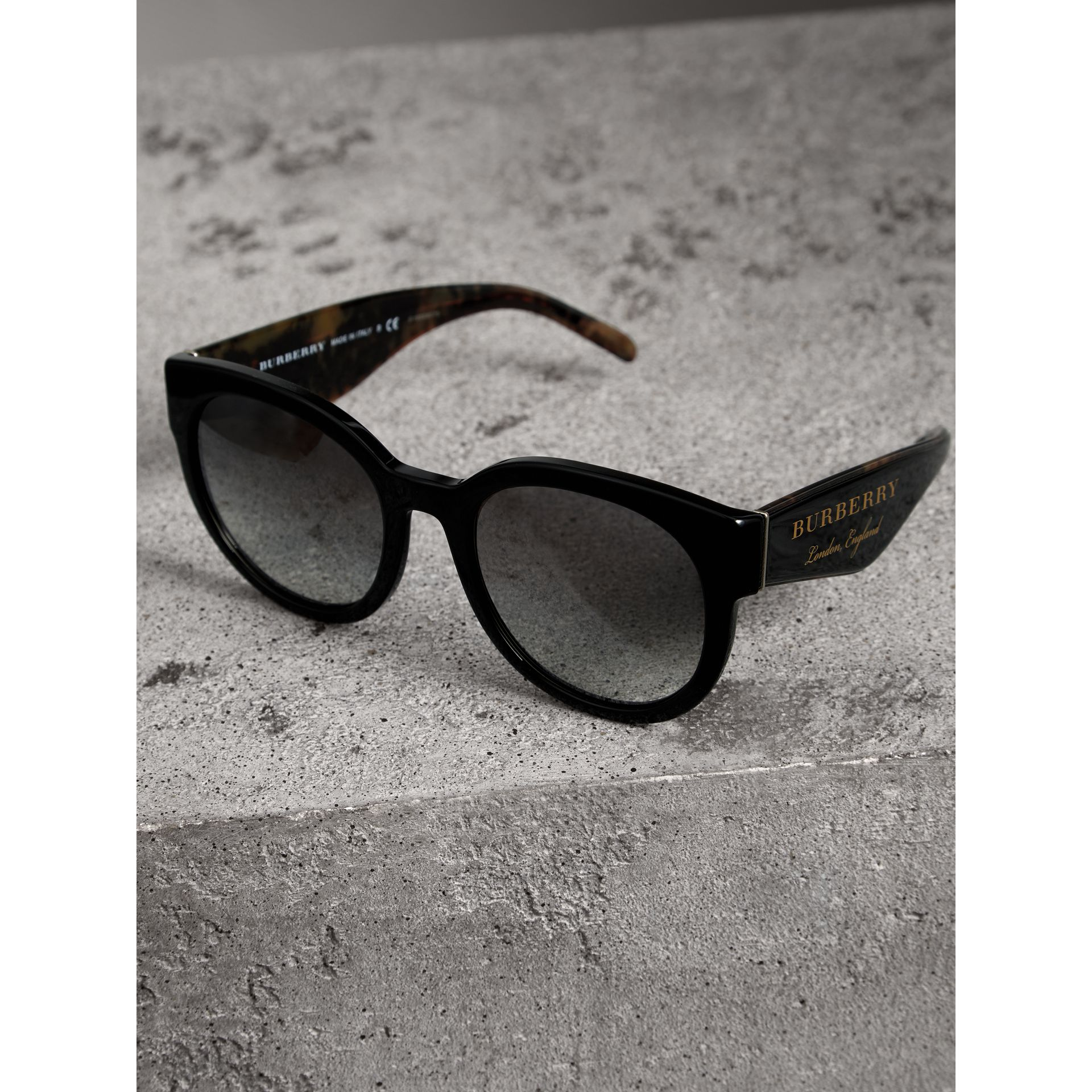 Round Frame Sunglasses in Black - Women | Burberry Canada - gallery image 2