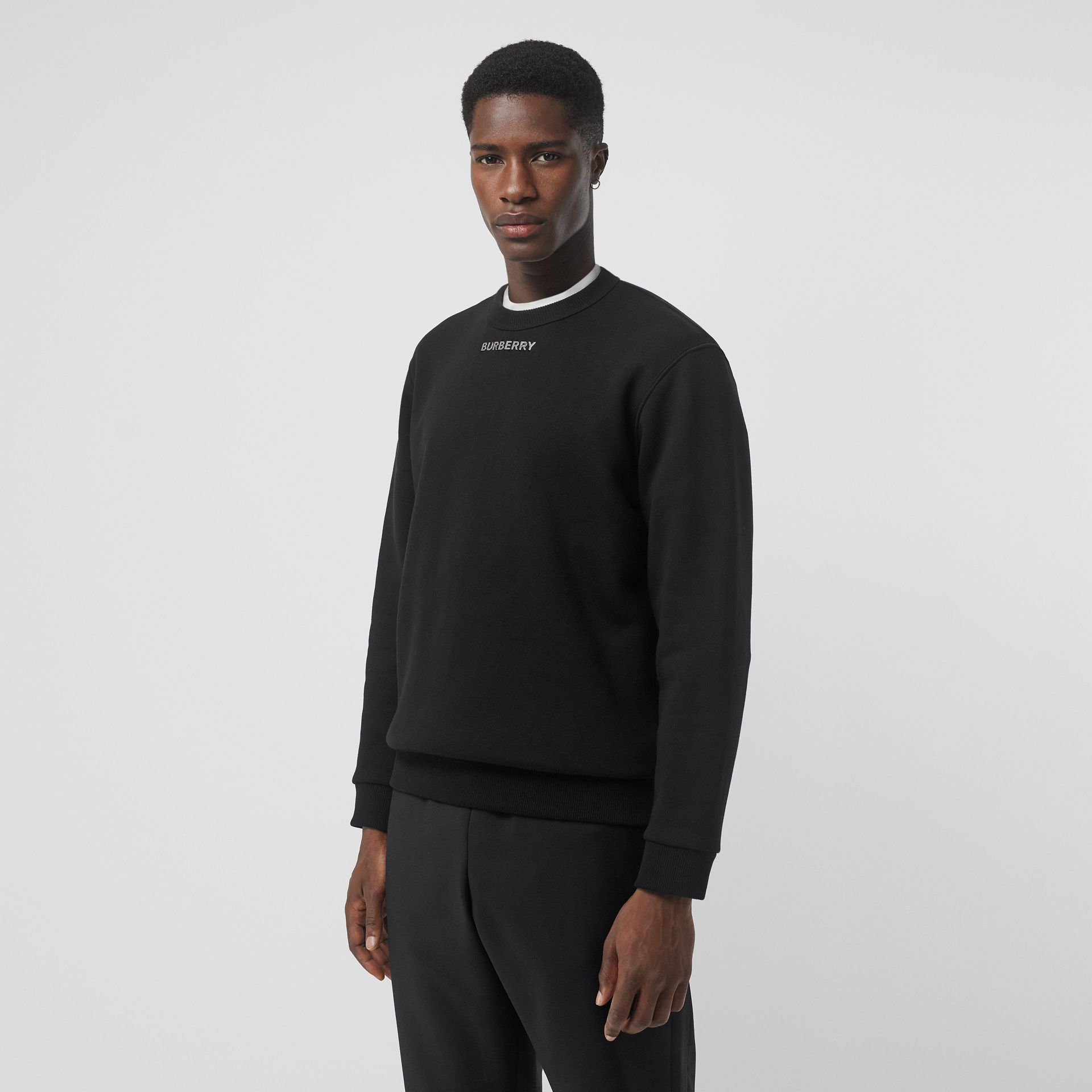 Sweat-shirt avec logo en métal (Noir) - Homme | Burberry - photo de la galerie 0