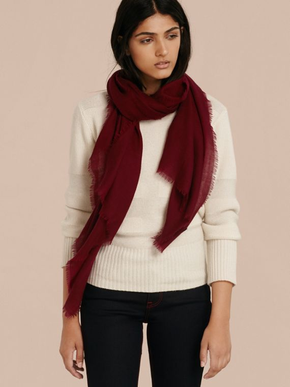 The Lightweight Cashmere Scarf in Plum | Burberry Canada - cell image 2