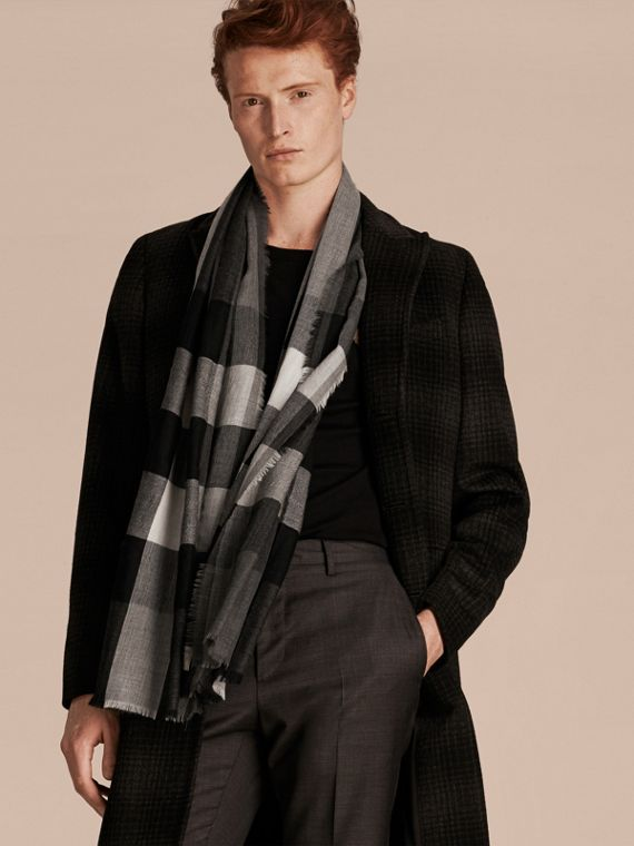Mid grey The Lightweight Cashmere Scarf in Check Mid Grey - cell image 3