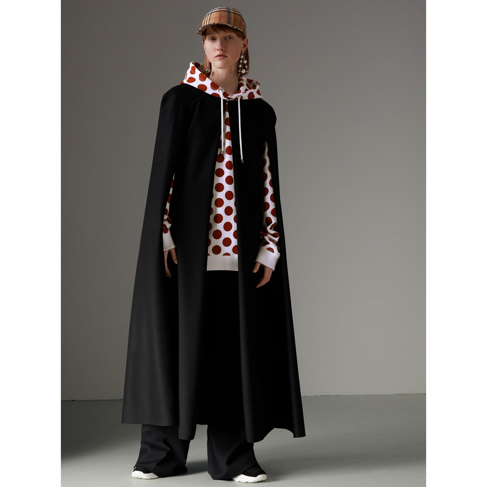Langes Cape aus Doeskin-Wolle (Schwarz) - Damen | Burberry - Galerie-Bild 1