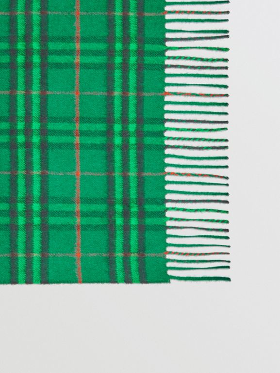 The Classic Vintage Check Cashmere Scarf in Viridian Green | Burberry Singapore - cell image 1