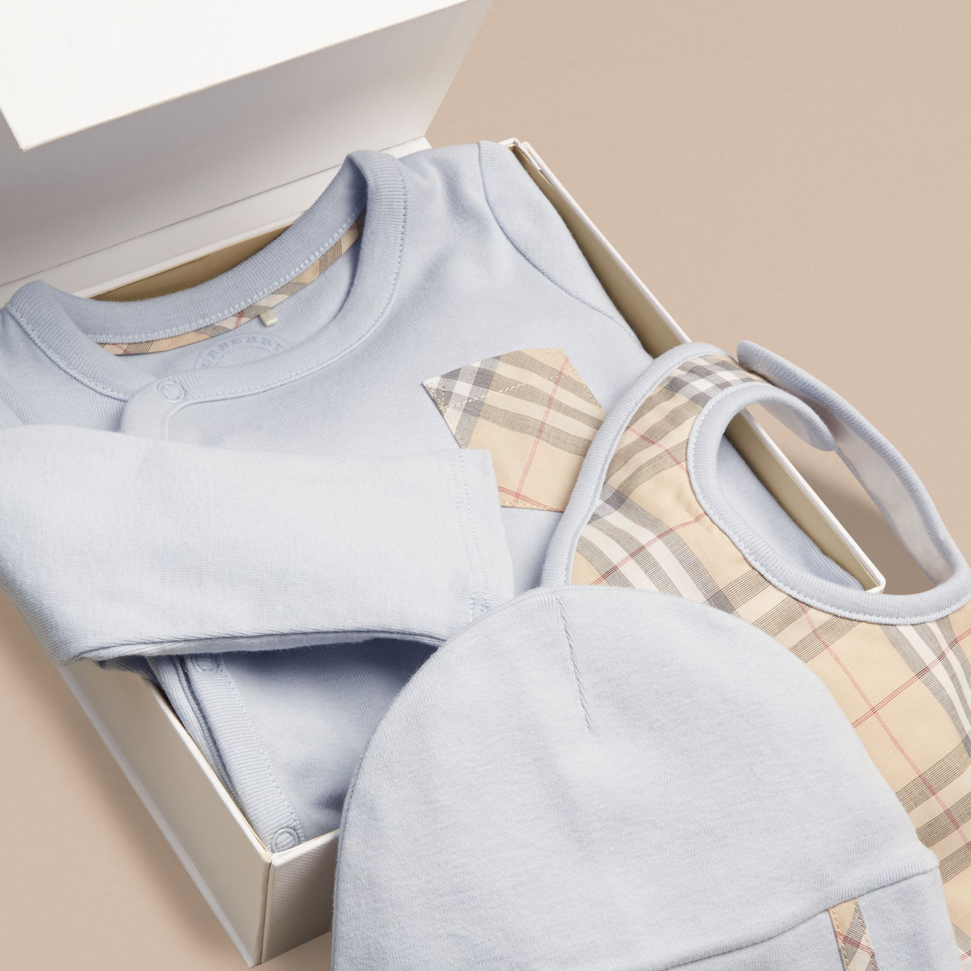 Check Cotton Three-piece Baby Gift Set in Ice Blue | Burberry - gallery image 2