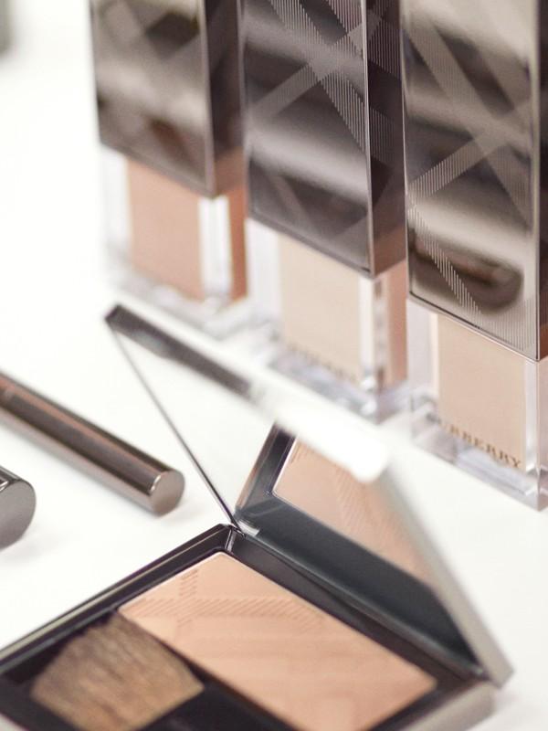 Fresh Glow Foundation Sunscreen Broad Spectrum SPF 12 – Almond No.43 - Women | Burberry - cell image 3
