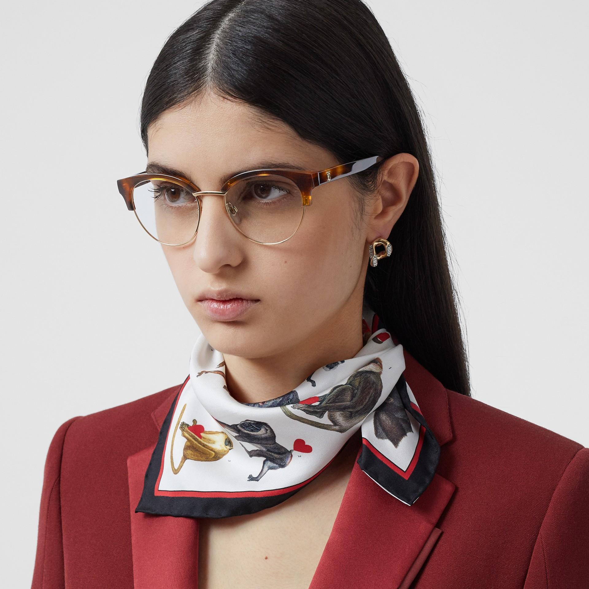 Óculos de grau com armação gatinho (Âmbar  Efeito Casco  Tartaruga) - Mulheres | Burberry - galeria de imagens 2